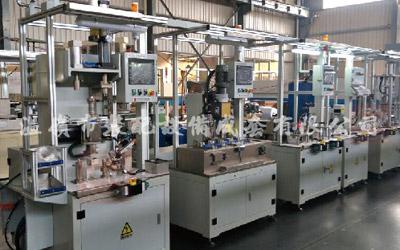 Varias líneas de producción y montaje de automóviles OBJI IBJ